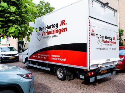 T. Den Hartog JR Verhuizingen. - Verhuiswagen